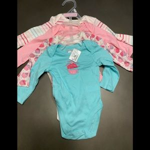 NWT CHILDRENS PLACE onsies 4 pack 0-3 months girls